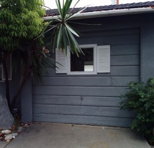 Yes, that is the garage door.  They 'converted it' into a room, but left the handle???